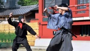 ซ้อมจริงตายจริง! นักแสดงญี่ปุ่นถูกดาบซามูไรแทงดับขณะซ้อมแสดง