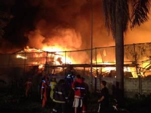 เพลิงไหม้รุนแรง! บ้านพักคนงานย่าน RCA [มีคลิป]