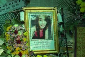"""สุดเศร้า! งานศพ """"ดีเจฟ้า""""ที่บ้านเกิดบุรีรัมย์ แม่ญาติร่ำไห้ ไม่เชื่อผูกคอตาย"""