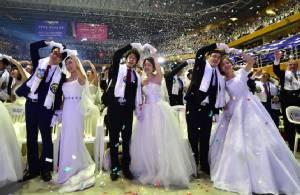 """In Pics : กลับมาแล้วเทศกาล """"วิวาห์หมู่"""" โบสถ์คริสต์เกาหลีใต้-อีเวนต์ใหญ่ตำรับนักบุญ """"ซันเมียงมุน"""""""