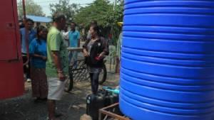 สระแห้งขอด! อบต.ระดมขนน้ำสะอาดช่วย 2 หมู่บ้านบุรีรัมย์กว่า 300 ครัวเรือน