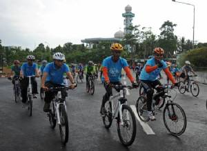 Thai top cop charged over scandal-mired royal cycling event