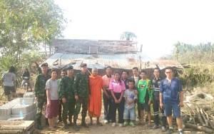น้ำใจคนไทยหลั่งไหลช่วยเด็กกตัญญู-ทหารนำกำลังเร่งสร้างบ้านหลังใหม่ให้