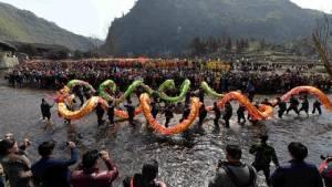 """""""การแสดงเต้นมังกร"""" สัญลักษณ์ที่ทรงสีสันที่สุดในวัฒนธรรมจีน"""