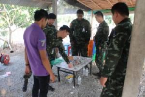 กระเจิง! ทหารบุกจับบ่อนไฮโลป่าซาง เซียนพนันโดดวิ่งหนีป่าราบ (ชมคลิป)