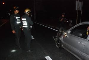 อุกอาจ! 2 หนุ่มพกซามูไรเสพยาบ้าซิ่งรถหนี ตร.ชน จยย.สายตรวจเมืองสองแควพังยับ