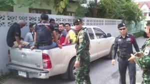 จนท.บุกจับ 9 เซียนไก่ชนคาสังเวียนกลางเมืองสองแคว