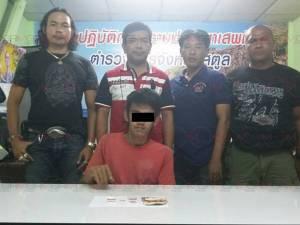 จับโจ๋วัย 18 ปีชาวสตูลขายยาบ้า พบของกลางซุกใส่ซองบุหรี่ 43 เม็ด