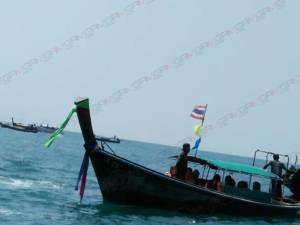 ล่มอีกแล้ว! สองสามีภรรยานักท่องเที่ยวจีนปลอดภัยหลังเรือล่มใกล้เกาะไก่ กระบี่