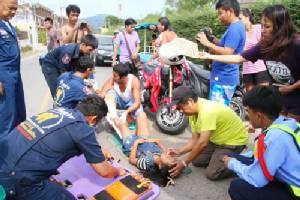กู้ภัยช่วยระทึก!! เด็กหญิง 9 ขวบขาติดล้อรถ จยย.พ่วงข้างกระดูกแตกละเอียด