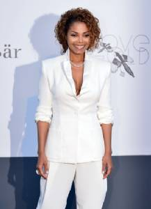 Janet Jackson promises to reschedule Europe tour