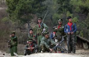 ชาวพม่าหลายพันชีวิตหนีตายหลังกองทัพปะทะกลุ่มกบฏในรัฐชานถี่ขึ้น