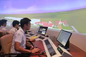 """ไทยขาดแคลน """"นักบิน"""" ผลิตปีละ 300 คน ต้องการมือเก๋ามากกว่าจบใหม่ ด้านธุรกิจการบินบูม เด็กไทยแห่เรียน"""
