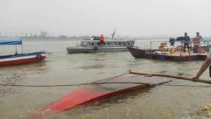 เรือล่มกลางน้ำโขง สองนักท่องเที่ยวฝรั่งเศส และคนเรือรอดหวุดหวิด
