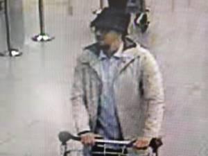 """ตร.เบลเยียมล่าตัว """"ชายสวมหมวก"""" ต้องสงสัยร่วมกับพวกอีก 2 บึ้มสนามบินบรัสเซลส์"""