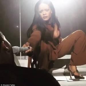 """The Weeknd"" แอบเปิดศึกเกาเหลาประกาศยกเลิกเดินสายทัวร์กับ ""รีฮันนา"" ??"