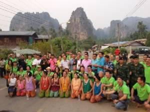 ไม่ผิดหวัง! แรลลี่นักธุรกิจจีนเที่ยวสนั่นสองแคว ลุยดูสวนมะม่วง ฝูงค้างคาวนับล้าน
