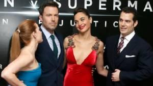 """""""เบน แอฟเฟล็ก"""" ซึม? เจอกระแสนักวิจารณ์ด่าหนัง 'Batman v Superman' ยับเยิน"""