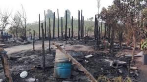 ผบ.กองกำลังนเรศวร มอบสิ่งของช่วยชาวบ้านมอเกอร์ไทยถูกไฟไหม้