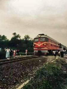 อีกแล้ว! สาวหมวยตายเพราะเซลฟีใกล้รางรถไฟ