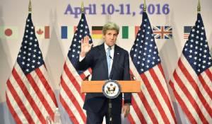 """รมว.ต่างประเทศสหรัฐฯ """"จอห์น เคร์รี"""" เยือนอนุสรณ์สันติภาพ """"ฮิโรชิมา"""" ย้ำเตือนทั่วโลกปลดอาวุธนิวเคลียร์"""