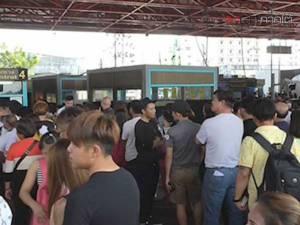 ทะลักด่านพรมแดนสะเดา ชาวมาเลย์-สิงคโปร์เดินทางเข้าไทยเที่ยวสงกรานต์คึกคัก