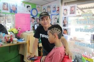 วัยรุ่นเมืองปราจีนฯ แห่ตัดผมทรงแฟชั่นรับเทศกาลสงกรานต์