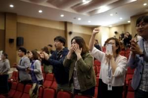 ล็อกถล่ม! สื่อชี้ฝ่ายค้านคว้าชัยศึกเลือกตั้งเกาหลีใต้ ครองเสียงสภาเหนือพรรค รบ.หนแรกรอบ 16 ปี