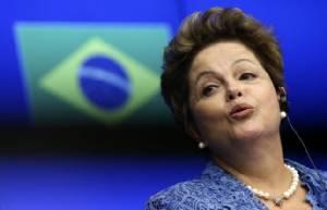 """ตามคาด! สภาผู้แทนฯ บราซิลโหวตเดินหน้าถอดถอนผู้นำหญิง """"ดิลมา รุสเซฟฟ์"""""""