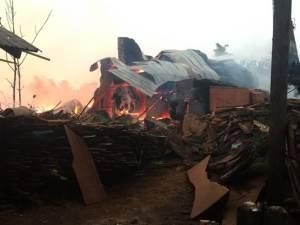 เผยอากาศร้อนจัดต้นเหตุไฟไหม้ รง.เฟอร์นิเจอร์ฝั่งพม่าใกล้ด่านเจดีย์สามองค์ บ้าน ปชช.เสียหาย 3 หลัง (ชมคลิป)