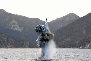 โสมแดงท้าทายโลกอีกครั้ง ทดสอบยิงขีปนาวุธจากเรือดำน้ำ