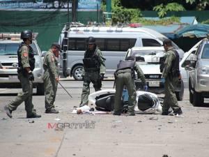 จนท.เร่งช่วยเหยื่อระเบิด 2 จุดในเขตเทศบาลเมืองนราฯ ส่งเข้ารักษา 13 ราย