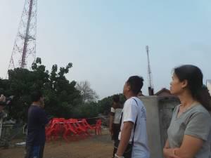 พายุฤดูร้อนทำพิษ! ชาวบ้านปัววอนถอนเสาโทรศัพท์กลางหมู่บ้านออก เกรงล้มทับบ้าน