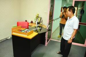 คนร้ายย่องทุบกระจกห้องผู้บริหารสถาบันพลศึกษาชุมพร กวาดซองกฐินหนีลอยนวล