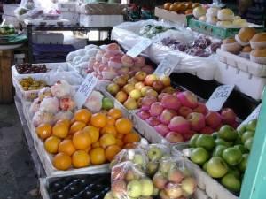 """แฉจีนฮุบอาชีพขายผักผลไม้ ขนเร่ขายตลาดไท-ไอยรา-4 มุมเมือง-ศรีเมือง ยันราชบุรี """"พาณิชย์"""" เตรียมงัดทุกกฎหมายฟัน"""