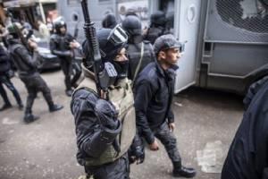 """กลุ่มมือปืนดักยิง """"ตร.อียิปต์"""" ดับ 8 รายทางใต้ของไคโร"""