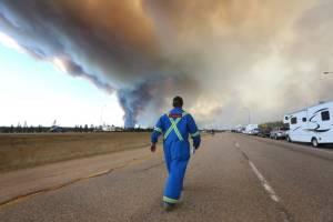 ภัยแล้งโหมกระพือไฟป่าแคนาดา เพลิงลามคลุมพื้นที่มากขึ้นเท่าตัว