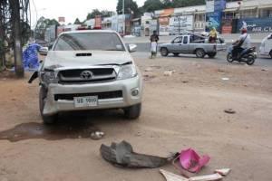 กระบะเสียหลักชนเก๋งบนถนนบายพาสก่อนตกไหล่ทางทำให้มีผู้เสีย 1 ราย เจ็บ 6 คน