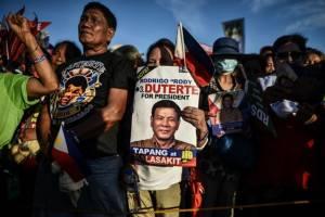 """ฟิลิปปินส์เปิดคูหาเลือกตั้งใหญ่ โพลชี้ขาโหด """"ดูเตอร์เต"""" เต็งจ๋าผู้นำคนใหม่"""
