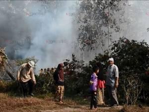 ไฟไหม้ป่าที่บาโงซรายอยังน่าห่วง เร่งระดมกำลังสกัดวุ่นหวั่นลามบ้านเรือนประชาชน