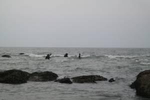 ระดมกู้ภัยค้นหานักท่องเที่ยวหนุ่มจมทะเลหัวหินสูญหายยังหาไม่พบ
