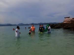 พบนักท่องเที่ยวเก็บปะการัง-จับปลา เรือทิ้งสมอแนวปะการัง ที่เกาะไข่ จ.พังงา