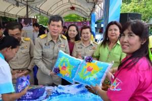 เมืองเจดีย์ใหญ่เปิดงานสร้างสุขแรงงานไทยประกอบอาชีพใน-นอกระบบ