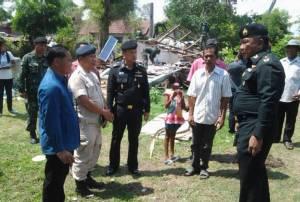 ทหารบุรีรัมย์ระดมซ่อมบ้าน ปชช. เยียวยาครอบครัว ด.ญ.4 ขวบบ้านพังทับร่างเสียชีวิต