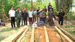 จับผู้ต้องหาลอบตัดไม้ประดู่ยักษ์ป่าสงวนแห่งชาติป่าโสกแต้