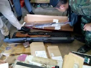 ตำรวจ-ทหารอุบลฯ บุกบ้านพักครูวิทยาลัยชื่อดังดัดแปลงสภาพปืน