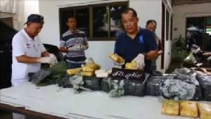 ตร.กรุงเก่ารวบ 3 ผู้ต้องหานำยาบ้าที่พบกว่า 7 เม็ด ไอซ์ 10 กิโลฯ แจกชาวบ้านนำไปขายหาเงินใช้หนี้