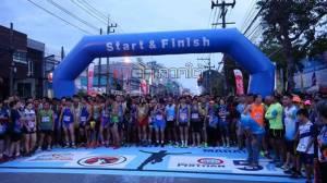 """นักวิ่งกว่า 1.5 พันคนจากหลายประเทศเข้าร่วม """"หาดใหญ่มาราธอนนานาชาติ"""" ครั้งที่ 10 คึกคัก"""