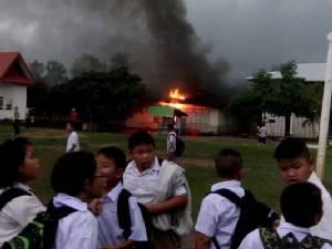 เพลิงไหม้ห้องนาฏศิลป์โรงเรียนชุมชนหนองหิน จนท.เร่งตรวจสอบหาสาเหตุ