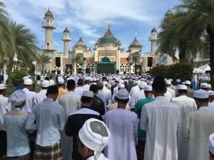 ชาวไทยมุสลิมในปัตตานีกว่า 5 พันคน ร่วมละหมาดฮายัตขอสันติสุขสู่ชายแดนใต้